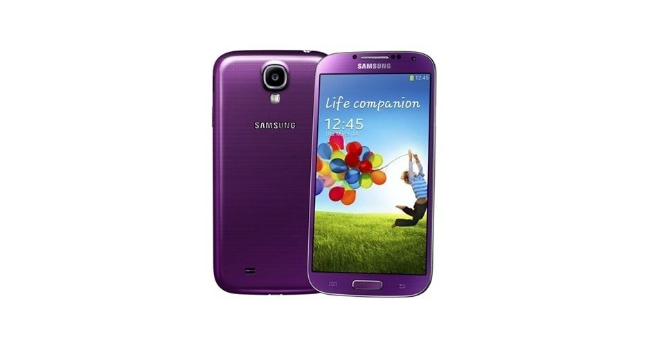 13.ago.2013 - A operadora americana Sprint anunciou que vai vender uma versão na cor roxa (purple mirage) do smartphone Galaxy S4, da Samsung. Na maioria das lojas, o telefone é vendido em cores neutras (como branco, azul ou preto). O aparelho custa US$ 200 (aproximadamente R$ 463), porém o comprador deve assinar um contrato de dois anos com a companhia