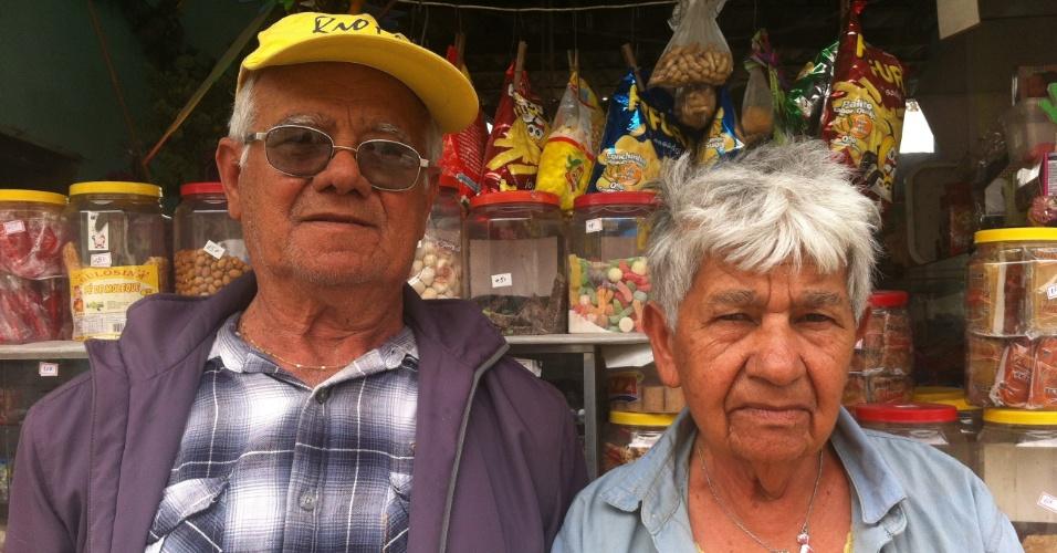 14.ago.2013 - Severino José da Silva, 76, e sua mulher, Mara Maria da Silva, 83, eram vizinhos da família morta na chacina na Brasilândia, zona norte de São Paulo, onde moram há pouco mais de 40 anos