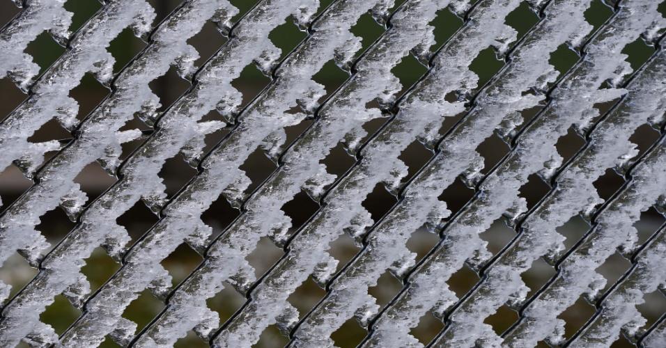 14.ago.2013 - Urubici (SC) amanheceu nesta quarta-feira (14) com os campos cobertos de gelo