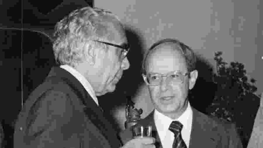 1979: Aloysio de Andrade Faria (à dir.), banqueiro e empresário, com o também empresário José Ermírio de Moraes - Folhapress