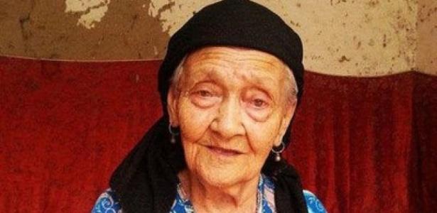 Alimihan Seyiti, da etnia uigur que vive no noroeste da China, afirma que tem 127 anos e quer ser reconhecida como a pessoa mais velha do mundo - Chinanews