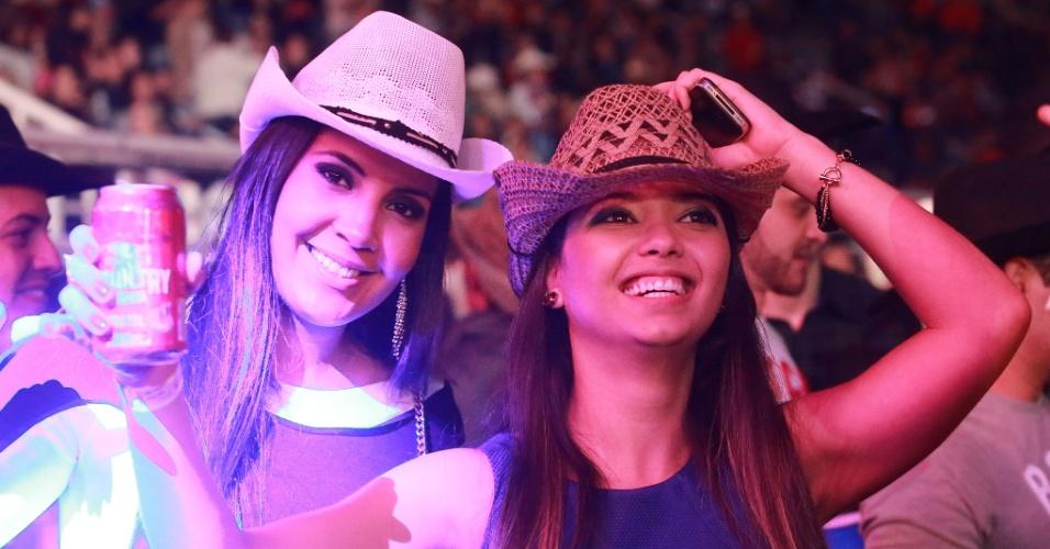 17.ago.2013 - Público se diverte durante show de Mr. Catra na segunda noite da Festa do Peão de Barretos, no interior de São Paulo