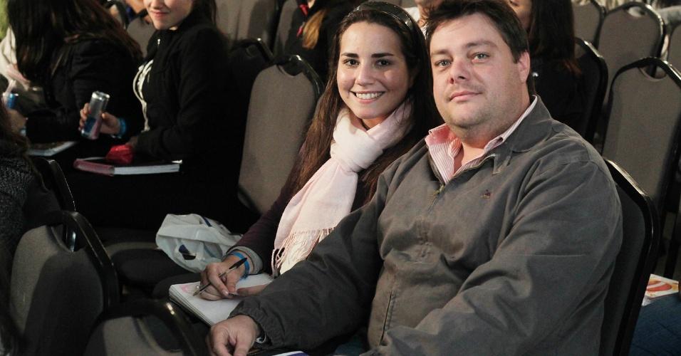 O casal de namorados Luciano Marques, 35, e Maria Cláudia Chaib Gamito. Ela se prepara para prestar seu primeiro Exame da Ordem. Já Luciano, depois de ser reprovado por um ponto em 2011, agora vai se prepara para o 12º Exame, que acontece em novembro deste ano. Formado desde 2007, ele quer pegar a carteira para então advogar ao lado da namorada