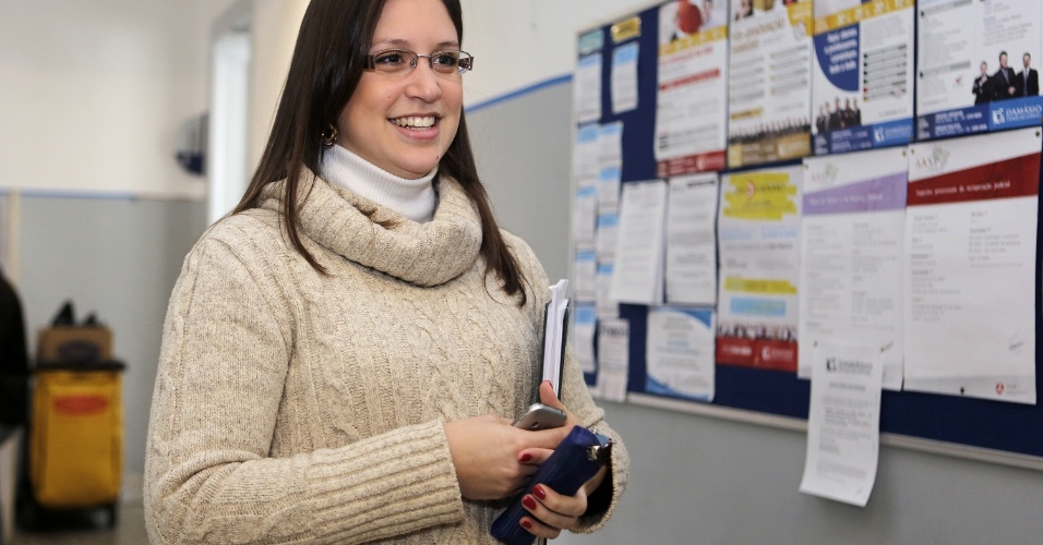 Para Ana Paula Brenoe Vieira, 27, fazer o Exame da Ordem após concluir a graduação é a melhor opção, pois permite uma dedicação maior à prova da OAB. São cinco horas de estudos diários para garantir a aprovação para a segunda fase da prova