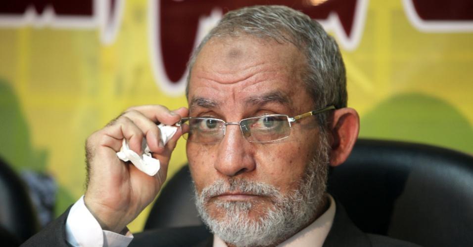 Mohamed Badie, líder supremo da Irmandade Muçulmana, participa de coletiva imprensa no Cairo (Egito) em foto de 30 de novembro de 2010. Badie foi preso na madrugada desta terça-feira no Cairo