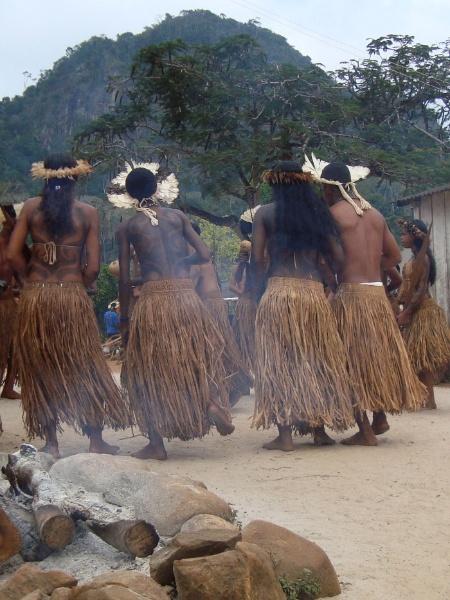 Jovens durante ritual na terra indígena de Tupinambá de Olivença - Daniela Alarcon/Divulgação
