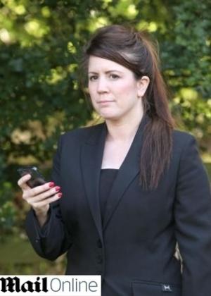 A agente de vendas britânica Janine Dainty recebeu uma conta telefônica de £ 4.000 (quase R$ 15 mil) após usar seu smartphone durante uma viagem ao Egito - Reprodução/Daily Mail