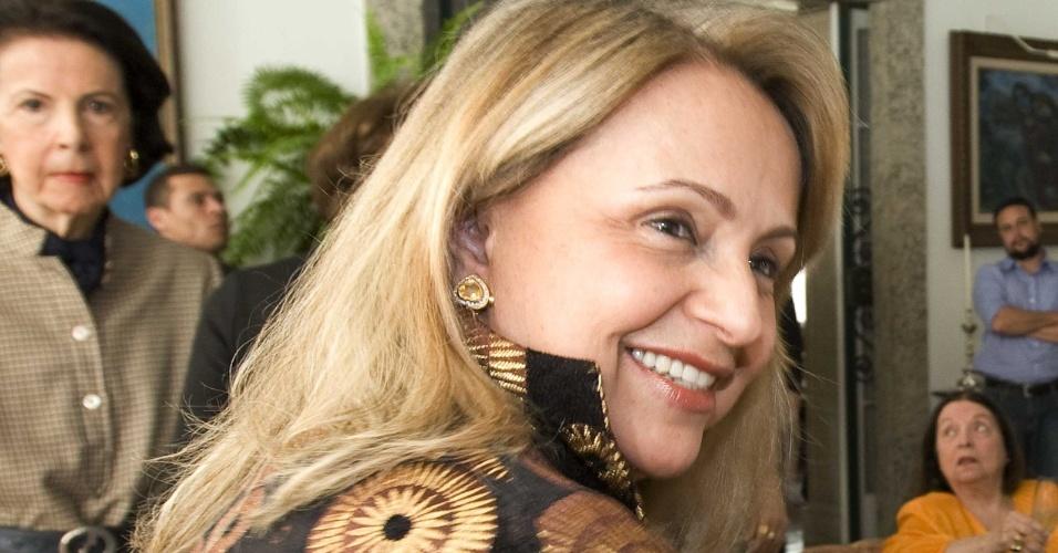 09.jul.2010 -  Angela Gutierrez na casa de Lily Marinho, no Rio de Janeiro (RJ). A viúva de Roberto Marinho, das Organizações Globo, reuniu um grupo de amigas em um almoço, em 9 de julho de 2010, em sua casa no Cosme Velho. As convidadas foram até lá para serem apresentadas à candidata à Presidência da República Dilma Rousseff (PT).