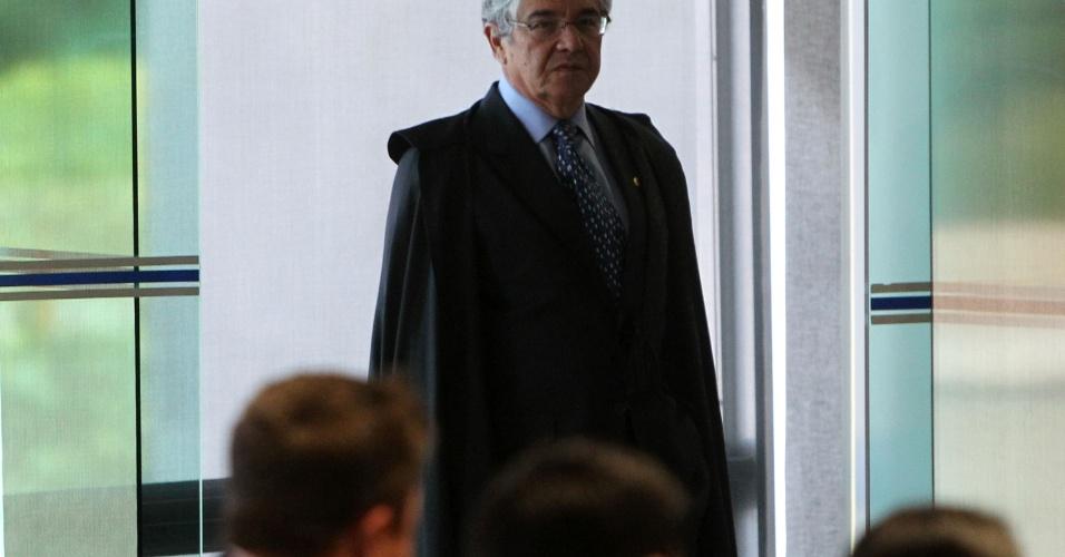 21.ago.2013 - O ministro do STF (Supremo Tribunal Federal) Marco Aurélio Mello chega à sessão do julgamento dos embargos declaratórios da Ação Penal 470, conhecida como mensalão