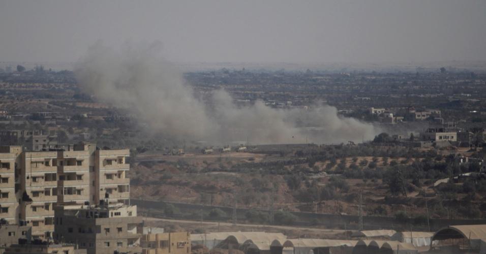 24.ago.13 -  Soldados do Exército egípcio explodem túnel clandestino na fronteira do país com a Faixa de Gaza, próximo à cidade de Rafah. O Egito reabriu um posto de imigração na área após quatro dias de interdição desde a morte de pelo menos 24 policiais no Sinai