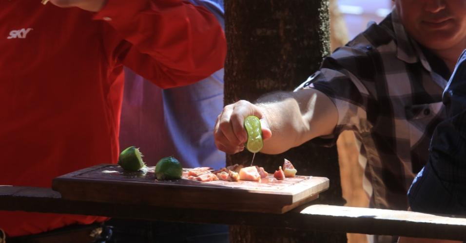 24.ago.2013 - A festa da Queima do Alho é um tradicional evento culinário da Festa do Peão de Barretos, no interior de São Paulo