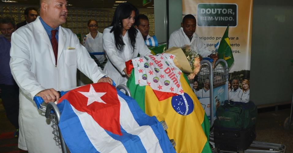 24.ago.2013 - Os profissionais cubanos fazem parte do acordo entre o ministério com a Organização Pan-Americana da Saúde (Opas) para trazer, até o final do ano, 4 mil médicos cubanos. Eles vão atuar nas cidades que não atraírem profissionais inscritos individualmente no Programa Mais Médicos