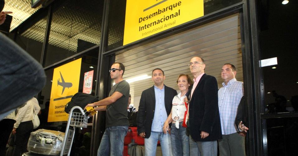 25.ago.2013 - Desembarque de médicos estrangeiros no aeroporto internacional de de Belo Horizonte (MG). Os doutores participam do programa do governo federal Mais Médicos