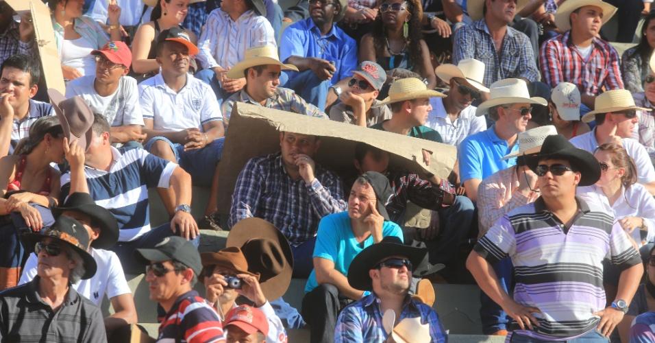 25.ago.2013 - Milhares de pessoas participam da Festa do Peão de Barretos neste domingo