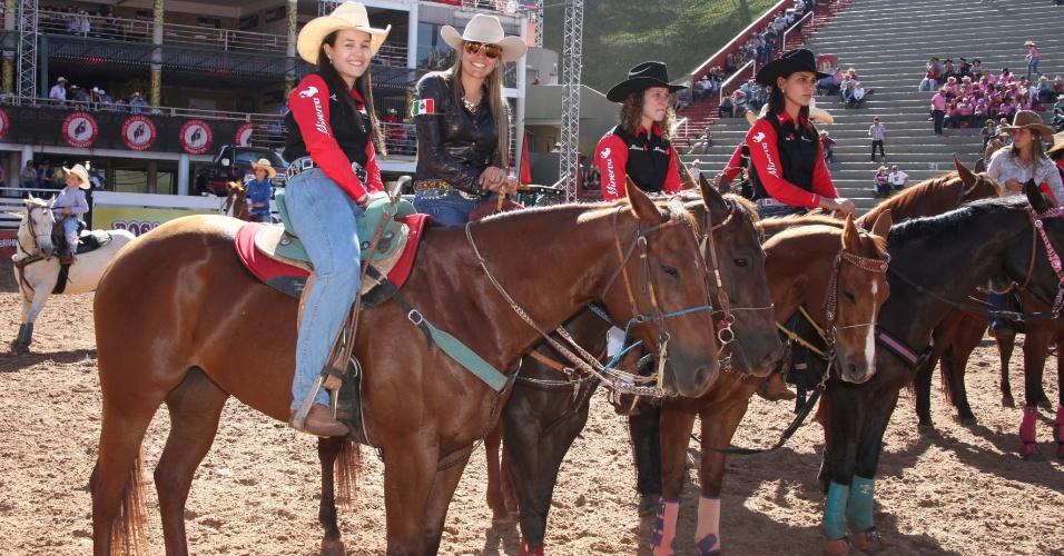 25.ago.2013 - Mulheres participam da Festa do Peão de Barretos