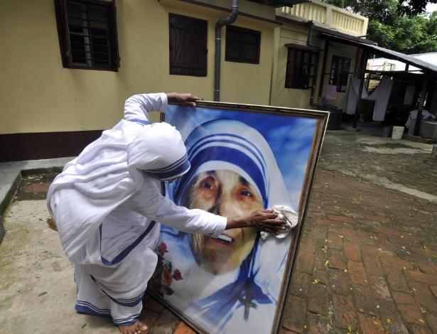 Preparação na Índia, em 2013, para a celebração dos 103 anos de nascimento de Madre Teresa de Calcutá, morta em 1997 (foto de arquivo - 26.ago.2013)