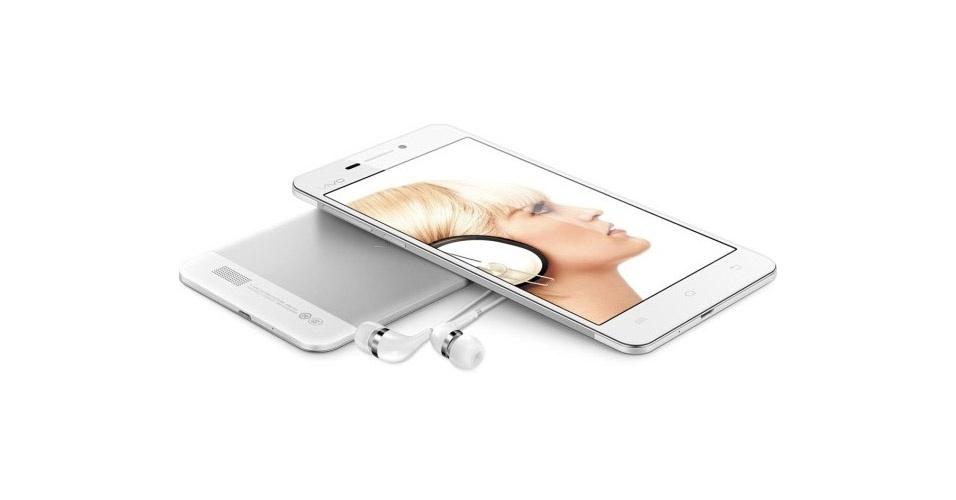 26.ago.2013 - Com apenas 5,6 milímetros de espessura, o Vivo X3 reivindica o posto de ''smartphone mais fino do mundo''. O celular é mais fino que o Huawei Ascend P6 (que tem 6,1 mm) e o iPhone 5 (com 7,6 mm). Fabricado pela chinesa BBK, o aparelho vem com tela de 5 polegadas, processador quad-core, 1 GB de RAM, câmera frontal de 5 megapixels e traseira de 8 megapixels, além de armazenamento de 16 GB. Por enquanto, o Vivo X3 é vendido na China por 2.498 yuans (R$ 970)