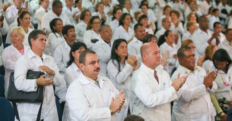 26.ago.2013: Médicos cubanos no primeiro dia de curso para trabalharem no Brasil e participaram da abertura do módulo de acolhimento e avalaiação dos profissionais inscritos no Mais Médicos