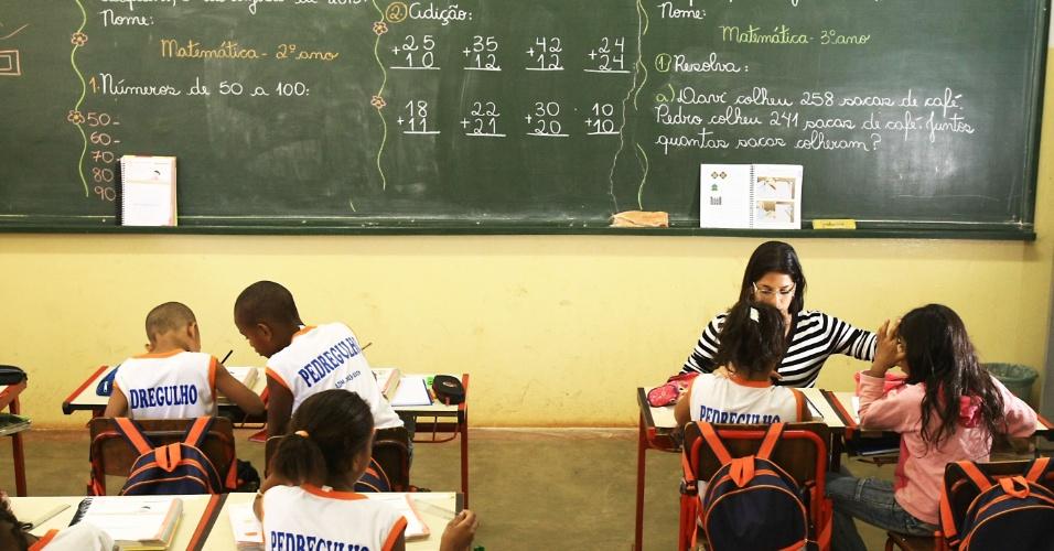 escola rural, matemática, sala de aula, lousa