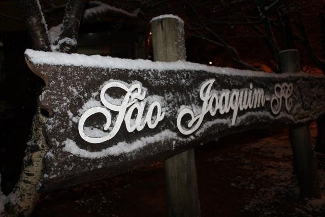 26.ago.2013 - São Joaquim (SC) registrou neve pela quarta vez em um ano na noite desta segunda-feira (26)
