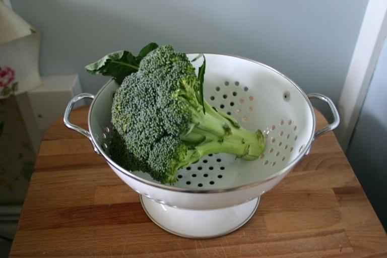 O brócolis encontrado nos supermercados tem o composto glucoraphanin, mas em menor quantidade