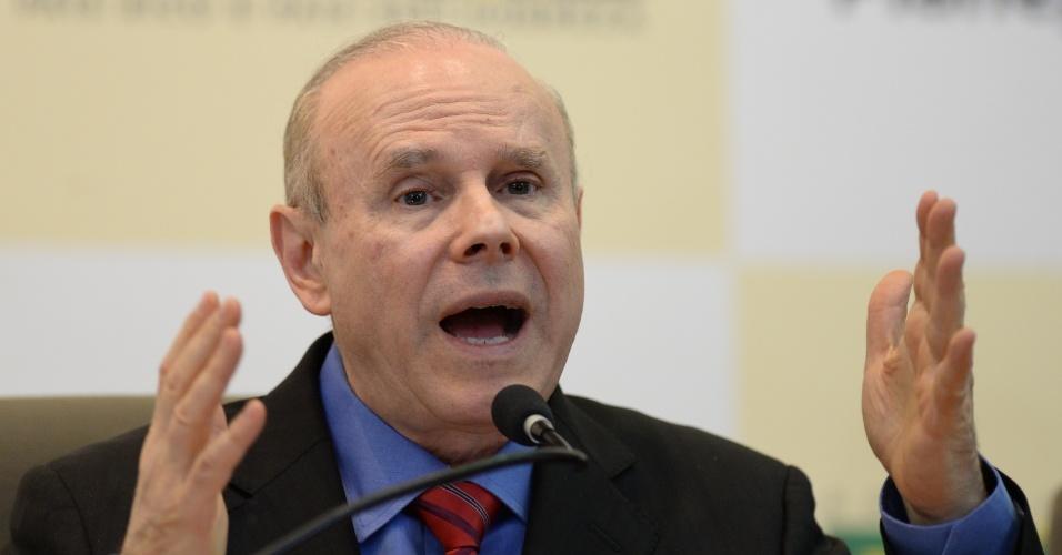 29.ago.13 - O ministro da Fazenda, Guido Mantega, em entrevista coletiva sobre o orçamento de 2014