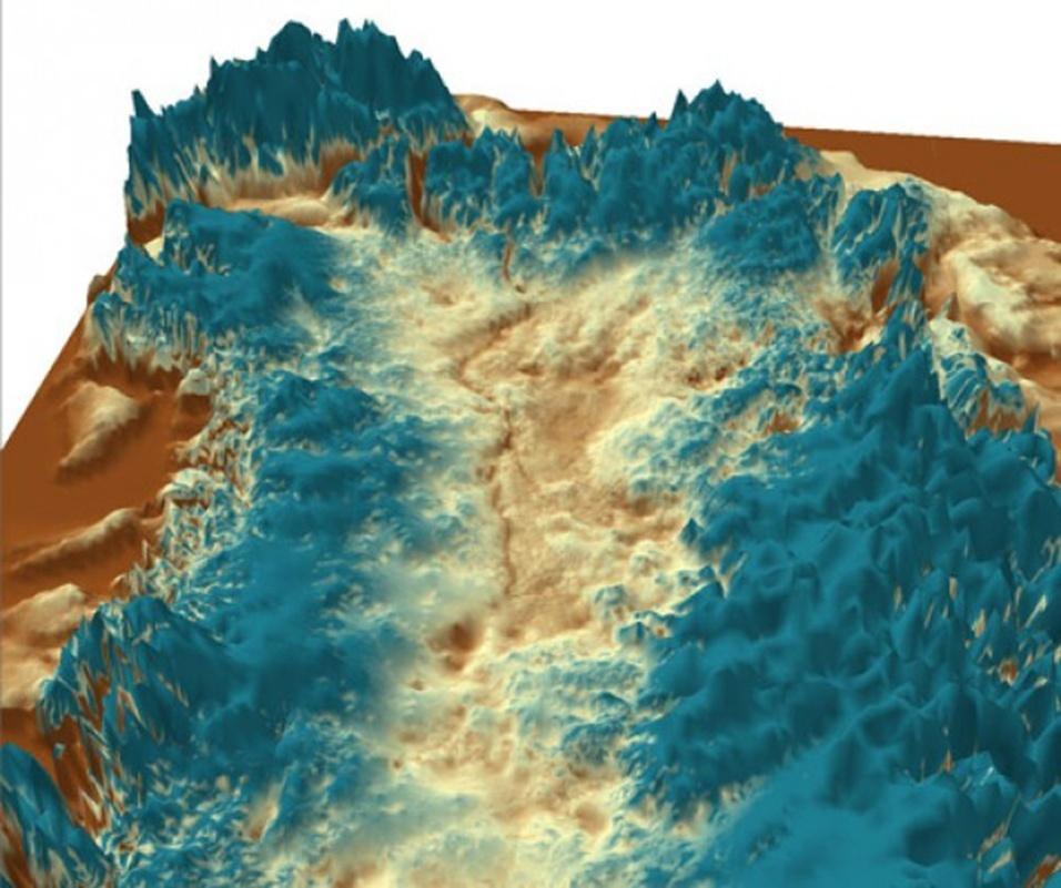 """29.ago.2013 - Geólogos descobriram um desfiladeiro do tamanho do Grand Canyon, vale dos EUA, que ficou escondido debaixo do gelo na Groenlândia por milhões de anos. Com 750 quilômetros de extensão, a fenda servia como um """"canal fluvial"""" no passado, como mostra o modelo de computador acima, permitindo fluxo d'água do interior da ilha para sua costa, explica Jonathan Bamber, professor da Universidade de Bristol, na Inglaterra, e autor principal do estudo"""