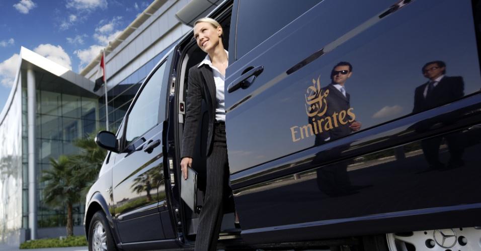 A Emirates oferece aos passageiros da primeira classe o serviço de chofer