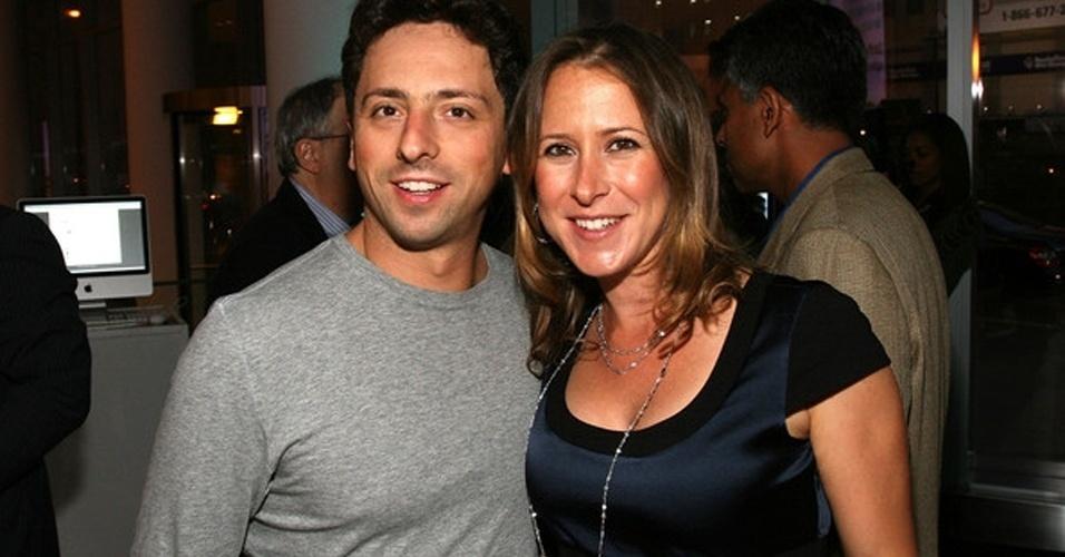 O cofundador do Google Sergey Brin e sua mulher, Anne Wojcicki, se separaram, conforme informação de um porta-voz do casal dada ao ''AllThingsDigital''. ?Eles estão vivendo separados há meses. Mas ainda são bons amigos?, disse. Eles foram casados durante seis anos e tiveram dois filhos. Anne é irmã de Susan Wojcicki, vice-presidente de publicidade do Google, considerada uma das mais importantes executivas da empresa e funcionária número 18 da companhia
