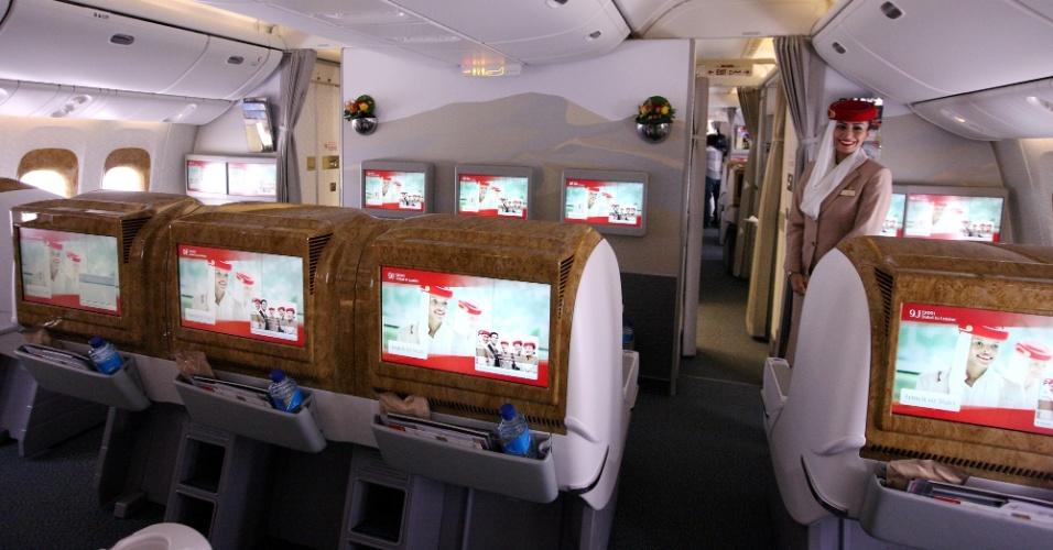 Sistema de entretenimento da classe econômica da Emirates