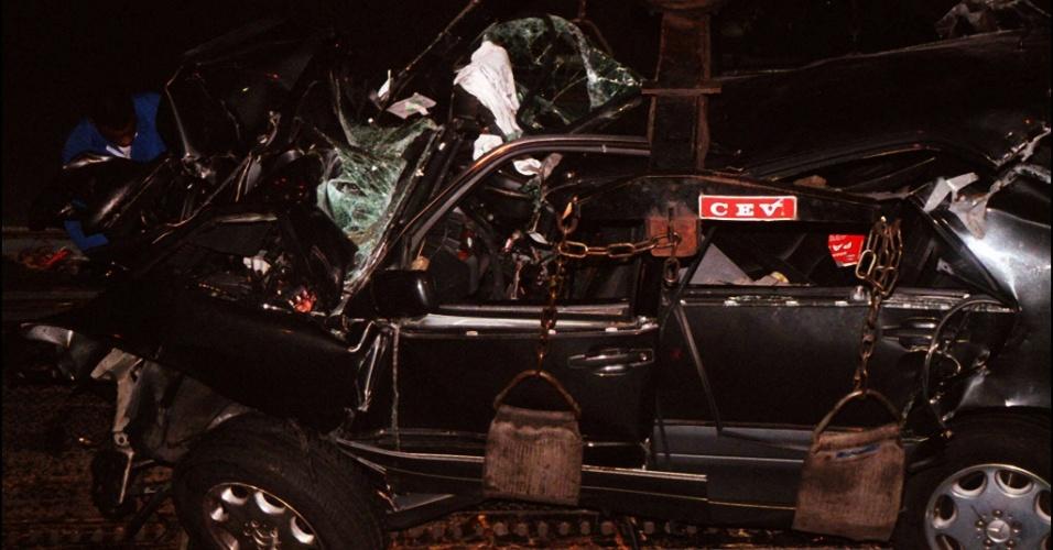 30.ago.2013 - No dia 31 de agosto de 1997, a princesa Diana morreu aos 36 anos após um acidente de carro no túnel junto à Ponte D'Alma, em Paris