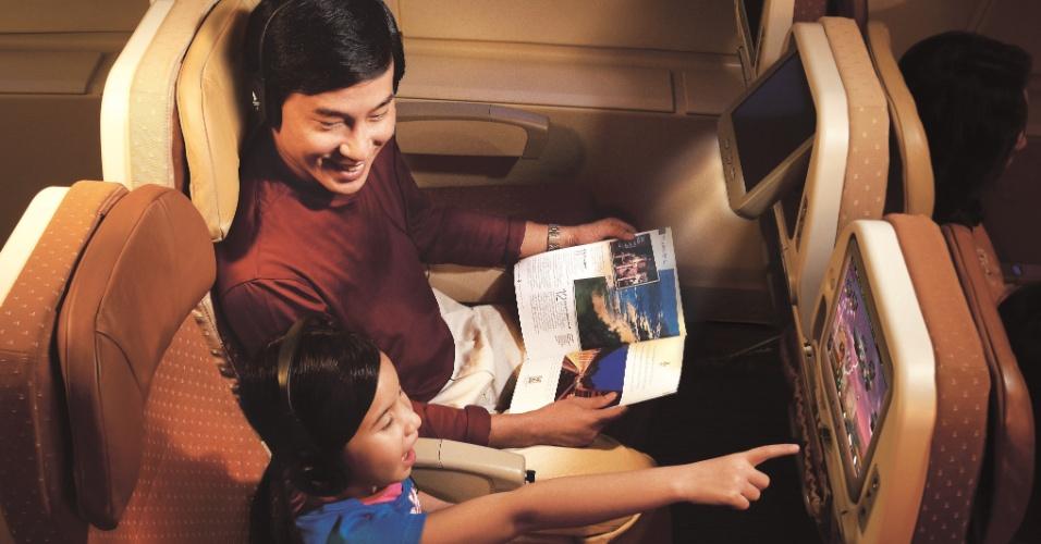 Os passageiros da classe econômica da Singapore Airlines têm monitores individuais de 10,6 polegadas. Eles também recebem um cobertor de lã da grife Givenchy
