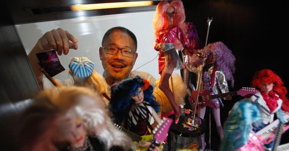 2.set.2013 - Yang possui mais de 6.000 bonecas Barbie e 3.000 bonecas de outros tipos, que ficam guardados em três quartos de sua casa na área de Bartley, em Cingapura