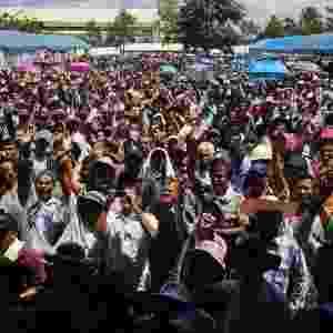 3.set.2013 - Fazendeiros que trabalham com extração de borracha participam de protesto nesta terça-feira (3) em Surat Thani (Tailândia) reivindicando subsídios do governo na produção - Athit Perawongmetha /Reuters