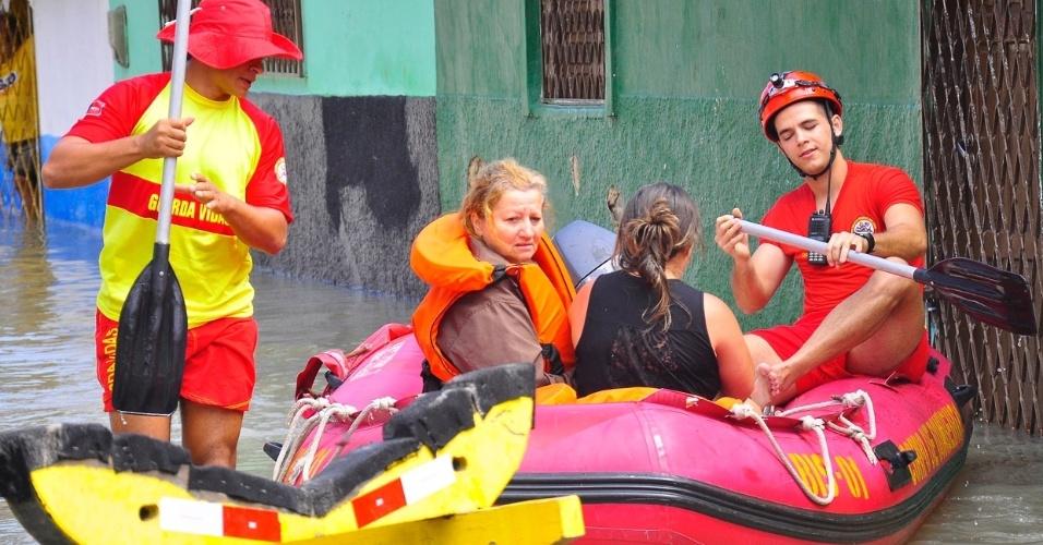 4.set.2013 - A maior parte dos desabrigados foi de comunidades ribeirinhas, como o bairro São José. A cidade de João Pessoa tem 31 áreas consideradas de risco e todas estão sendo monitoradas pela Defesa Civil