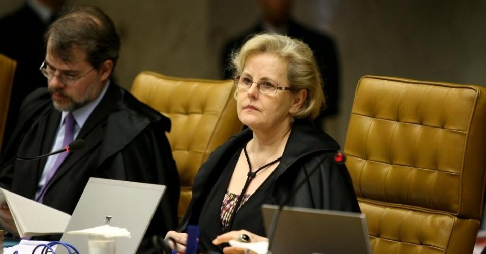 4.set.2013 - A ministra do do STF (Supremo Tribunal Federal) Rosa Weber atenta às falas dos demais ministros durante o julgamento dos embargos de declaração dos réus condenados na ação penal 470, conhecida como mensalão, nesta quarta-feira
