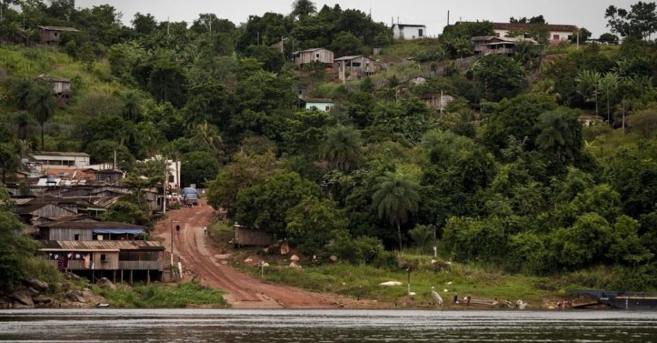 4.set.2013 - Com base em dados de institutos especializados, o MPF (Ministério Público Federal) identificou que o Incra (Instituto Nacional de Colonização e Reforma Agrária) é o maior desmatador da Amazônia Legal. Até 2010, 133.644 quilômetros quadrados de mata foram destruídos por 2.163 projetos de assentamento. Por isso, o órgão se comprometeu a baixar em 80% os índices até 2020. Acima, vista de um assentamento em Anapu, no Pará