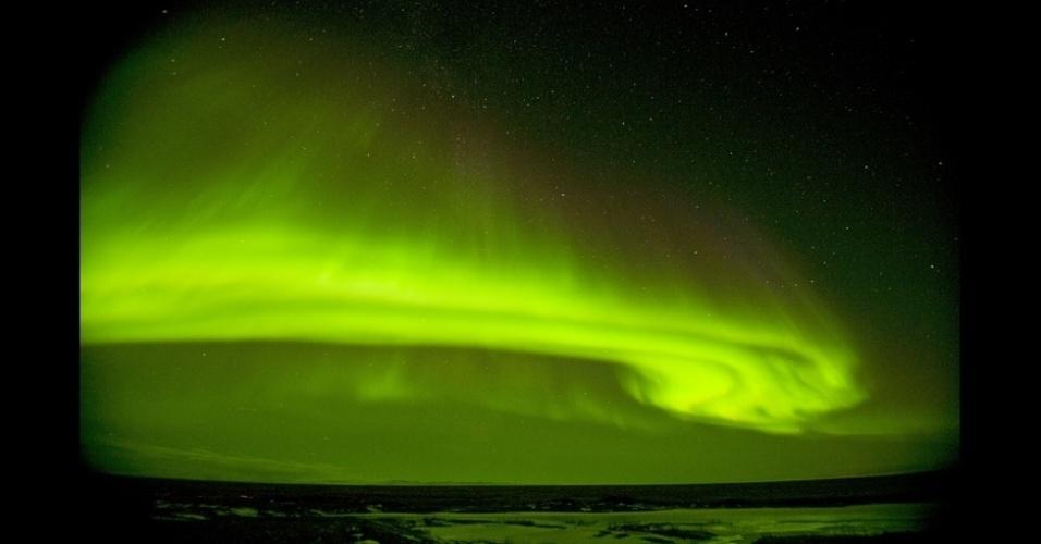 """4.set.2013 - álbum da BBC - Eu tenho fotografado as auroras boreais de forma intermitente, sempre que tenho uma oportunidade, nos últimos 20 anos"""", disse Kazlowski"""