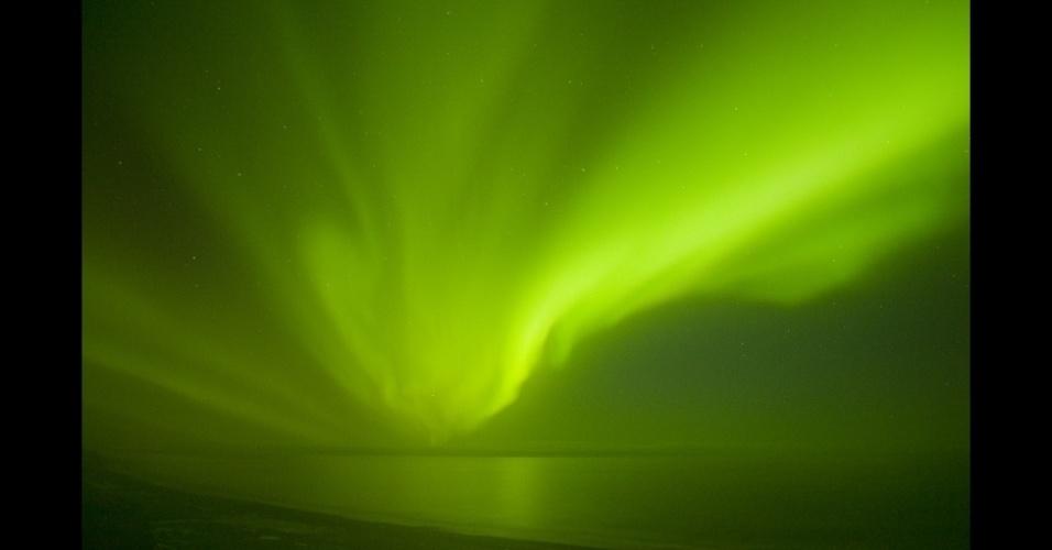 4.set.2013 - álbum da BBC - O aumento das erupções solares devem fazer da aurora polar um evento mais frequente