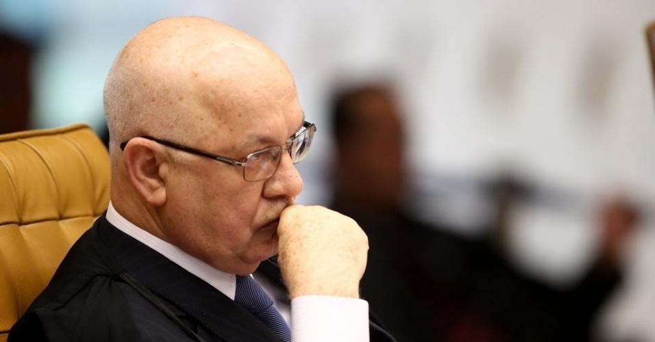4.set.2013 -  O ministro do STF (Supremo Tribunal Federal)  Teori Zavascki atenta às falas dos demais ministros durante retomada do julgamento dos embargos de declaração dos réus da ação penal 470, conhecida como mensalão, nesta quarta-feira (4)