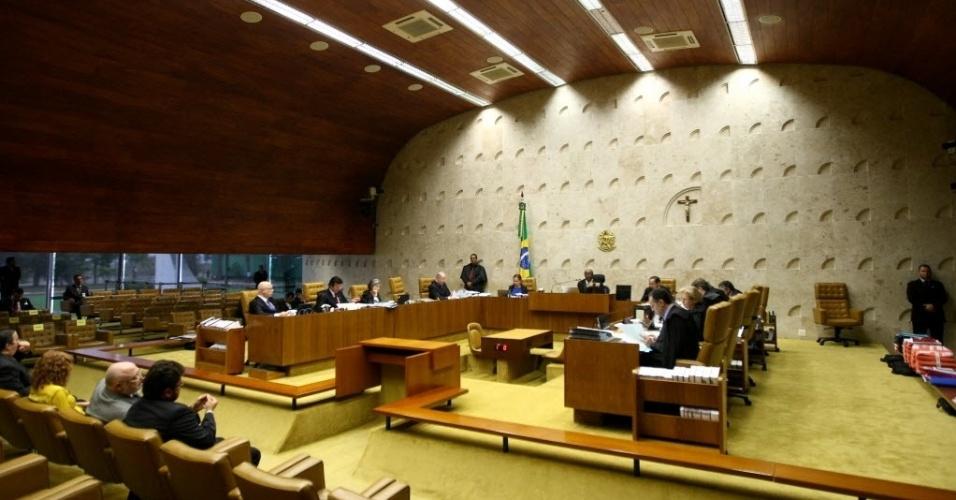 4.set.2013 - Plenário do STF (Supremo Tribunal Federal), onde os ministros estão reunidos nesta quarta-feira (4) para julgarem os embargos de declaração dos réus condenados na ação penal 470, conhecida como mensalão, nesta quarta-feira