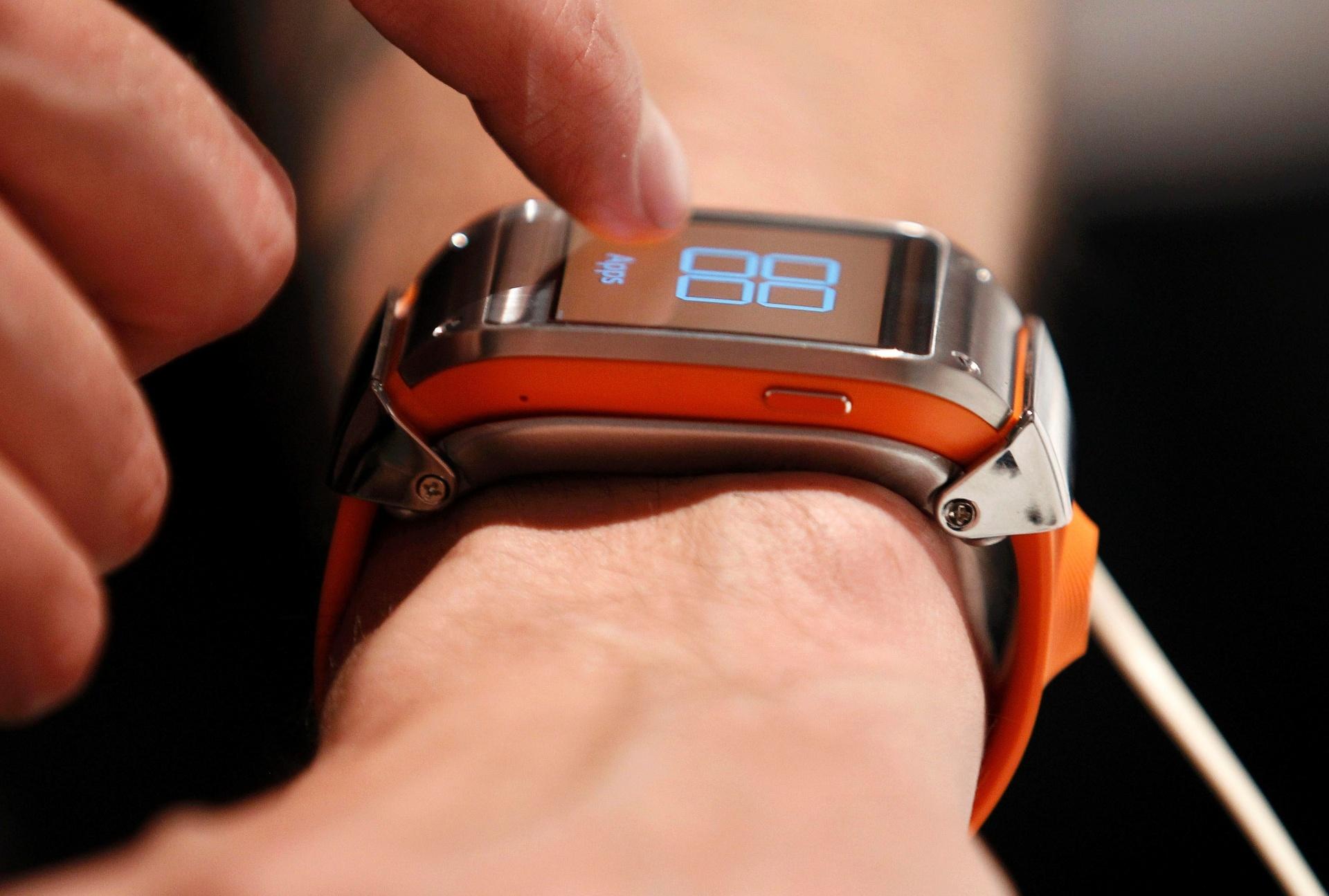 251f95e11a3 Samsung apresenta relógio Galaxy Gear e smartphone Galaxy Note 3 -  04 09 2013 - UOL Tecnologia