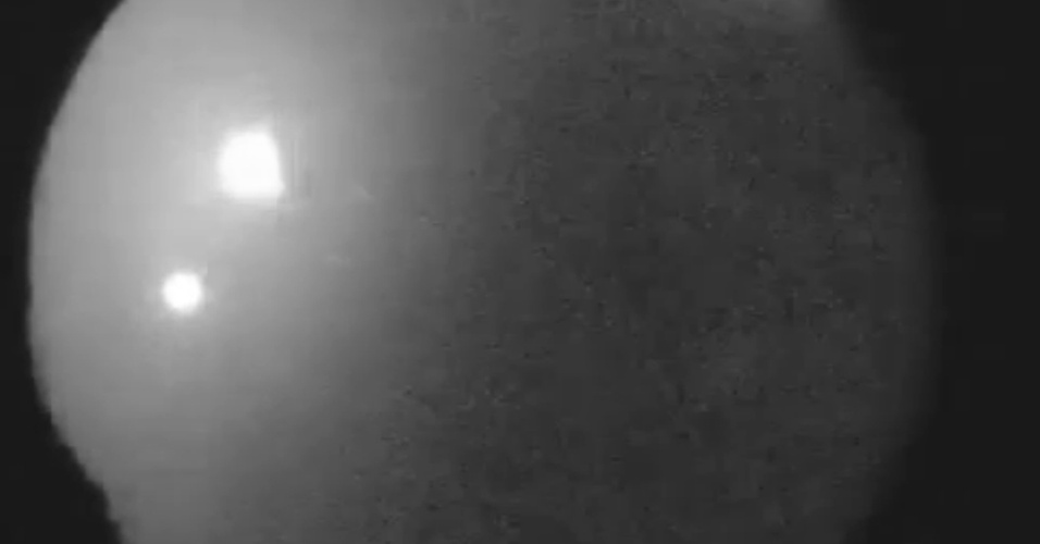 4.set.2013- Um pedaço de um asteroide, de cerca de 0,61 metro de diâmetro e pesando mais de 45 quilos, entrou na atmosfera da Terra, acima da fronteira da Geórgia com o Tennessee, ao sul de Cleveland. A bola de fogo foi uma das mais brilhantes observadas pela rede da Nasa em cinco anos. O meteoro foi 20 vezes mais brilhante que a Lua cheia