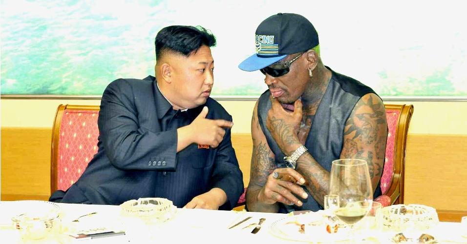 7.set.2013 - O líder norte-coreano, Kim Jong-un, se reúne com o ex-jogador americano e astro da NBA Dennis Rodman em Pyongyang (Coreia do Norte)