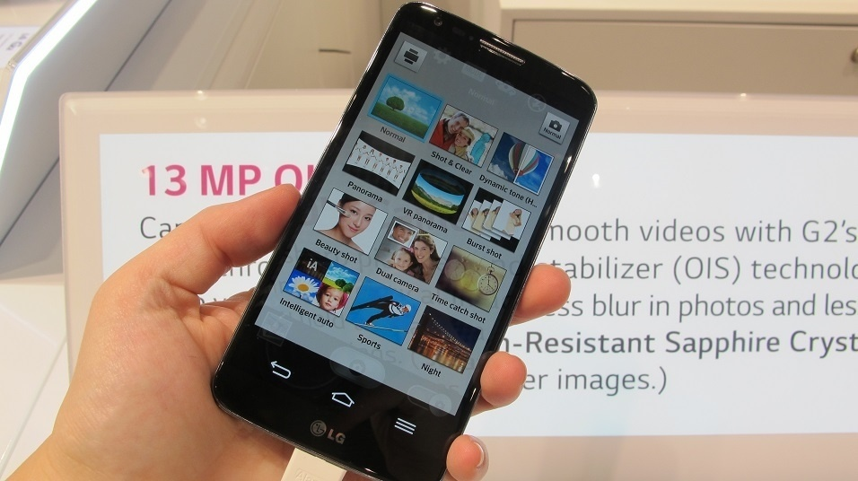 A LG exibiu em seu estande na IFA 2013 o smartphone G2, anunciado pela empresa em agosto. O aparelho tem tela Full HD de 5,2 polegadas, 2 GB de memória RAM, processador quad-core (quatro núcleos) de 2,26 GHz, câmera traseira de 13 megapixels e 32 GB de capacidade de armazenamento. Duas operadoras norte-americanas anunciaram seu lançamento ainda em setembro, por preço inicial de US$ 200 (com contrato de fidelidade)
