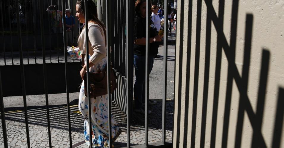 8.set.2013 - Estudante entra no prédio do Pavilhão Reitor João Lyra Filho, no Maracanã, zona norte do Rio, para o segundo exame de qualificação do vestibular 2014 da Uerj (Universidade do Estado do Rio de Janeiro)