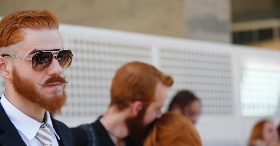 8.set.2013 - Ruivos também marcaram presença na segunda edição do Encontro de Ruivas, no parque Trianon, em Jardim Paulista, São Paulo, na manhã deste domingo (8). O objetivo não era só discutir cuidados específicos com cabelos dessa tonalidade, mas promover uma interação entre os que possuem fios vermelhos na cabeça. Os participantes fizeram um luau urbano, com músicas tocadas ao violão