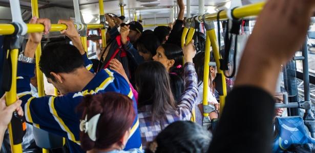Média é de sete passageiros transportados em pé por metro quadrado; acima do recomendado - Apu Gomes