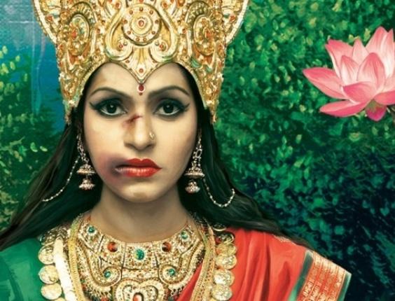 """9.set.2013 - Lakshmi, a personificação do amor em forma feminina, da beleza, da fartura, da generosidade e principalmente da riqueza e da fortuna, também virou """"alvo"""" do alerta contra as agressões às mulheres na Índia. Onda de estupros coletivos fez vítimas estrangeiras também"""