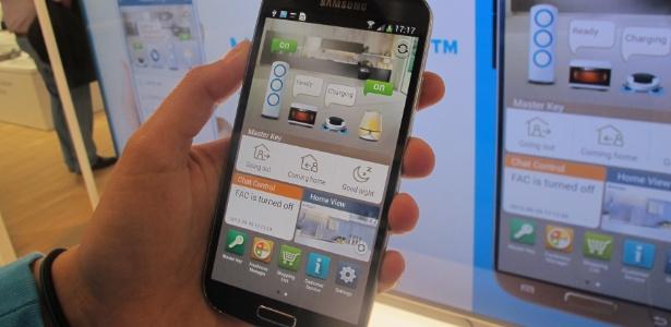 A Samsung apresentou na IFA 2013 seu conceito de casa conectada. A base para todo o sistema é um aplicativo para celular chamado Smart Home, com o qual o usuário consegue controlar diversos eletrodomésticos modernos